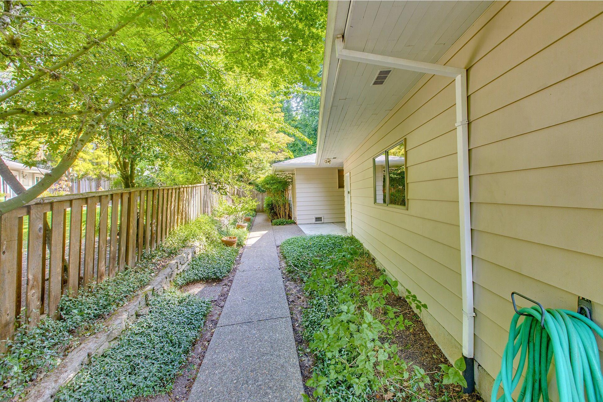 Mls#18253393 $825,000 Wwwportlandrealestateteam 2720 Sw Garden View Ave, Portland, Or
